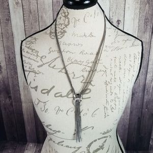 Jewelry - Black metal rhinestone dangle necklace